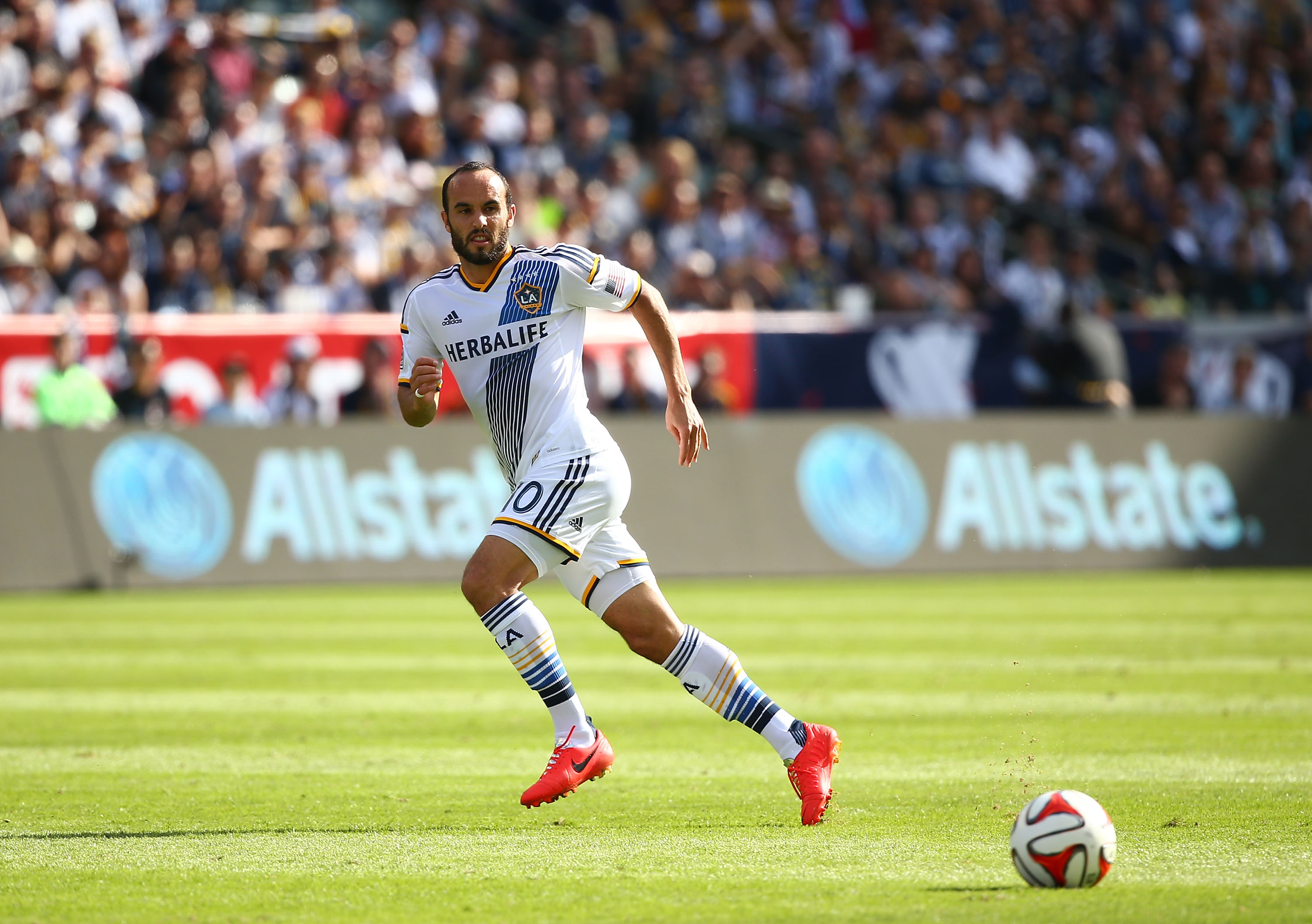 Landon Donovan rejoins LA Galaxy, ending 2-year retirement